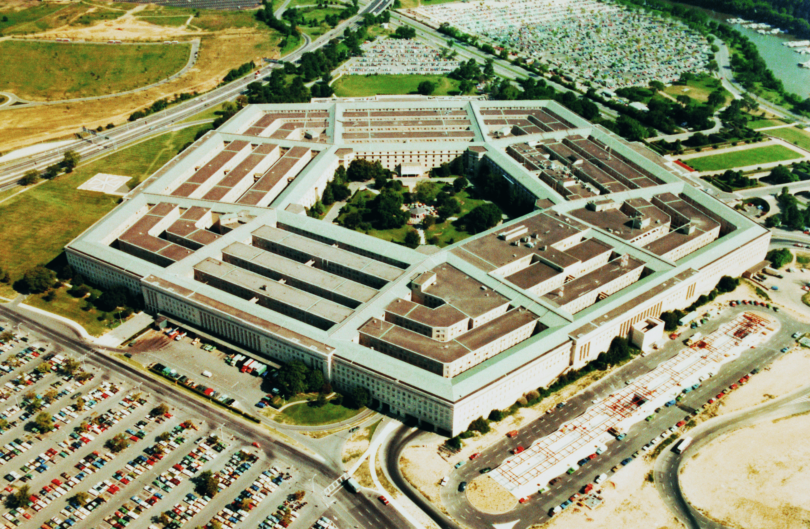 Read more about the article Cloud Computing Soon Used by The Pentagon: Why Do Companies Hold Off on Technology?